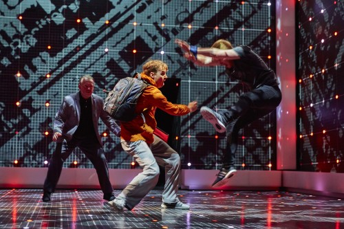 Sion-Dan-Young-Christopher-in-The-Curious-Incident-of-the-Dog-in-the-Night-Time-Photo-by-BrinkhoffMögenberg-2
