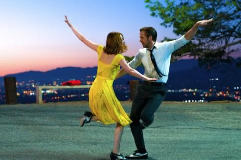 la-la-land-2016-001-couple-spin-dancing-twilight